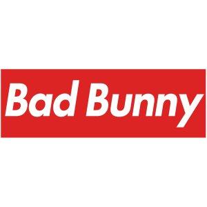 Тениска с щампа BAD BUNNY - бяла с червена лента