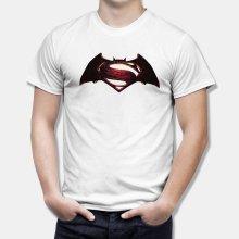 Тениска Батман VS Супермен - цветно лого върху бяла тениска